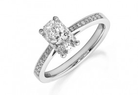 Single stone Phoenix Cut™ with brilliant cut diamond tapering shoulders ring